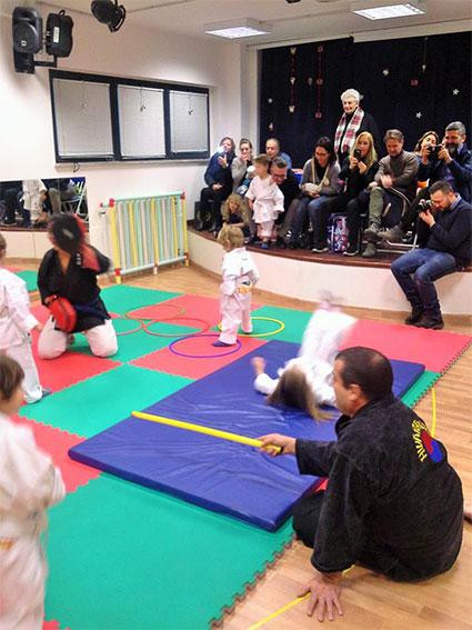 bambini dimostrazione arti marziali hwa rang do